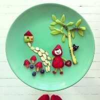 Mais de 50 almoços de arte para crianças: pouco morango vermelho andando no bairro