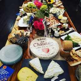 gratinado de batatas com queijo azul. Evento de degustação de queijos.
