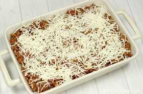 Esta receita de caçarola de lasanha fácil é brega e gostoso! A panela rápida e fácil de lasanha é o melhor jantar para noites agitadas. Você vai adorar assar massas ao estilo lasanha. Congele esta lasanha fácil para uma refeição rápida e fácil.