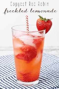 ¡Es tan fácil hacer esta limonada pecosa Copycat Red Robin en casa! ¡Es la bebida perfecta para el verano!