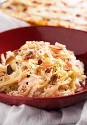O espaguete de frango assado com milhões de dólares é fácil de fazer, barato e o jantar perfeito de segunda a sexta-feira!