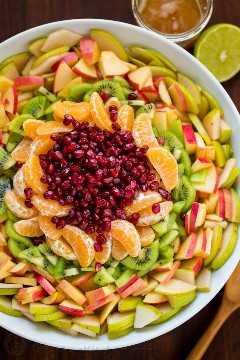 A salada de frutas de inverno é refrescante e carregada com as melhores frutas de inverno. O xarope de limão, limão e mel é delicioso! Você estará concorrendo a recargas! A nossa salada favorita de frutas de inverno!