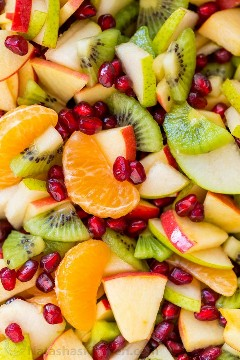 La ensalada de frutas de invierno es refrescante y está cargada con las mejores frutas del invierno. ¡El jarabe de limón, lima y miel es delicioso! ¡Estarás corriendo para recargas! ¡Nuestra ensalada de frutas de invierno favorita!