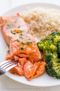Aspecto del salmón escamoso, receta de salmón jugoso con glaseado dulce, glaseado de albaricoque dijon