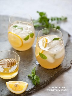 limonada de uísque com calda simples de mel