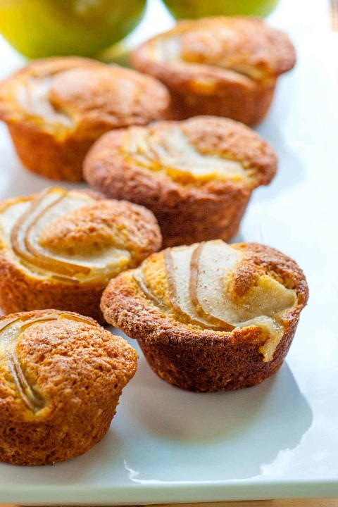 Como fazer muffins de pêra frescos