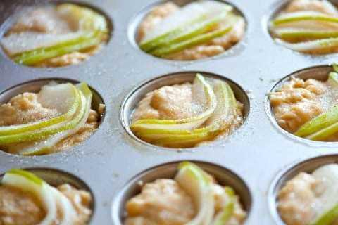 Como fazer bolos com peras frescas