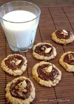 Biscoitos crocantes de caramelo e ganache