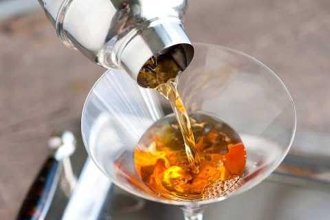 Cómo hacer un Bourbon Manhattan en casa