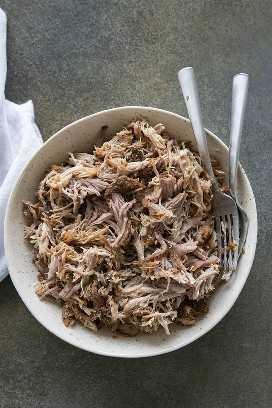 carne de porco desfiada na tigela