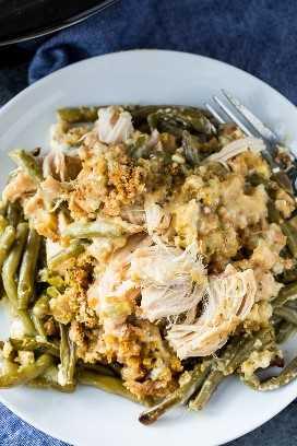 Crock Pot Chicken e Recheio Caçarola com Feijão Verde - apenas 5 minutos de preparação!