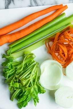 Verduras para hacer la clásica sopa de pollo con fideos: zanahorias, apio y cebolla