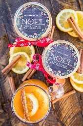 Christmas Spiced Tea Mix - ¡maravilloso regalo navideño! Esto sabe a Navidad en una taza: dulce, cítrico y picante. Nos encantan estas cosas. Si quieres patearlo, agrega un trago de whisky bola de fuego. Vacaciones perfectas toddy caliente! Tang, mezcla de limonada, mezcla de té helado, azúcar y especias para pastel de calabaza. ¡Tan fácil y sabe fenomenal! Una visita obligada para sus vacaciones! #spicedtea #homemadegift # Navidad