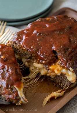 """¡A toda mi familia LE ENCANTA este pastel de carne relleno de queso y macarrones! ¡Está lleno de macarrones con queso extra y el pastel de carne está perfectamente tierno! """"Width ="""" 666 """"height ="""" 975 """"srcset ="""" https://iwashyoudry.com/wp-content/uploads/2017/08/Macaroni-and-Cheese -Stuffed-Meatloaf-7.jpg 666w, https://iwashyoudry.com/wp-content/uploads/2017/08/Macaroni-and-Cheese-Stuffed-Meatloaf-7-600x878.jpg 600w """"tamaños ="""" (máx. -ancho: 666px) 100vw, 666px"""