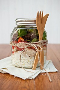 33 Ensaladas Saludables de Mason Jar - Ensalada Ranch de Pollo en un Tarro