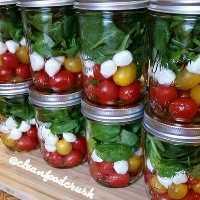 33 Ensaladas saludables de Mason Jar - Ensalada Caprese Grab and Go