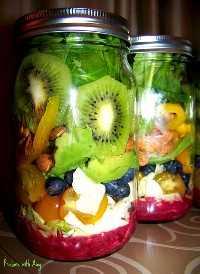 33 Ensaladas Saludables de Mason Jar - Ensalada de frutas con aderezo de limón y arándanos