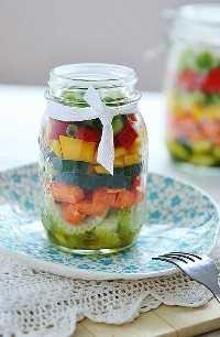 33 Ensaladas Saludables de Mason Jar - Pepino, Apio y Tomate con Aderezo de Limón
