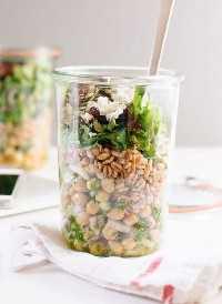 33 Ensaladas Saludables de Mason Jar - Ensalada de Garbanzos, Farro y Verduras Mason Jar