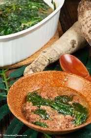 """Um prato de palusami (carne enlatada, raiz de taro e coco) """"data-pin-description ="""" Palusami é um prato muito apreciado em toda a Oceania. É feito com conservas de carne enlatada, espinafre ou folhas de taro e coco. #palusami #oceaniafood #solomonislands #tuvalu """"width ="""" 723 """"height ="""" 1084 """"srcset ="""" https://juegoscocinarpasteleria.org/wp-content/uploads/2020/02/1581657604_535_Palusami-carne-en-conserva-hojas- de-root-de-taro-y.jpeg 467w, https: / /www.internationalcuisine.com/wp-content/uploads/2020/02/Palusami-200x300.jpeg 200w """"tamanhos ="""" (largura máxima: 723px) 100vw , 723px"""