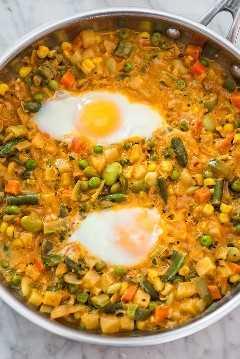 El mejor guiso de verduras cocinado con huevos como desayuno