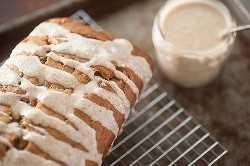 receta húmeda de pan de calabaza con glaseado