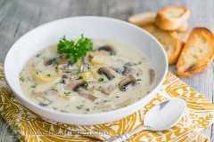 Receta de sopa de champiñones fácil y abundante de @natashaskitchen