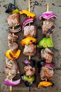 Receita de Kebabs de carne macia (Shashlik) @natashaskitchen