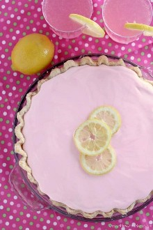 Pastel de limonada rosada congelada