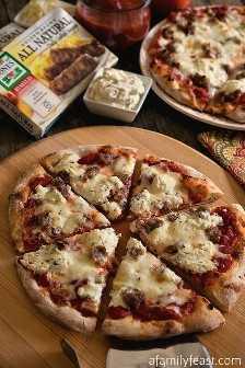Pizza de linguiça e ricota - esta pizza é tão simples e tão viciosamente boa! Inspirado pela pizza Sporkie no Bertucci's.