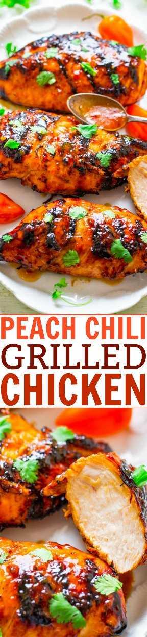 Peach Chili Grilled Chicken - ¡Tierno, jugoso y lleno de SABOR de las conservas de durazno dulce y la salsa de chile y ajo! ¡El contraste perfecto! ¡FÁCIL, saludable, listo en 10 minutos, cero limpieza, perfecto para barbacoas en el patio trasero o cenas fáciles durante la noche!