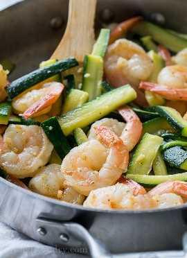 """¡Saltee el calabacín y los camarones en mantequilla para esta receta fácil de cena de la noche de la semana! """"Width ="""" 675 """"height ="""" 932 """"srcset ="""" https://iwashyoudry.com/wp-content/uploads/2017/07/Shrimp-Pesto-Pasta .jpg 675w, https://iwashyoudry.com/wp-content/uploads/2017/07/Shrimp-Pesto-Pasta-600x828.jpg 600w """"tamaños ="""" (ancho máximo: 675px) 100vw, 675px"""