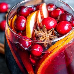 """Sangría de vino tinto de invierno llena de arándanos frescos, anís estrellado y rodajas de manzana. """"width ="""" 600 """"height ="""" 600 """"data-pin-description ="""" Esta receta fácil para la sangría de vino tinto de invierno está hecha con vino tinto, especias cálidas como canela, clavo y anís estrellado, y el brillante sabor cítrico de la toronja y naranja Es un hermoso cóctel navideño adornado con semillas de granada y arándanos frescos. Agregue un poco de agua con gas para uno de los MEJORES cócteles de invierno para Navidad o Año Nuevo. #christmas #cocktails #newyearseve #sangria #sangriarecipe #christmascocktails #homemadeinterest """"srcset ="""" https://juegoscocinarpasteleria.org/wp-content/uploads/2020/02/1581902404_231_Sangria-de-vino-tinto-de-invierno.jpg 600w , https://i2.wp.com/homemadeinterest.com/wp-content/uploads/2018/12/Winter-Sangria_IG-3-207x207.jpg 207w, https://i2.wp.com/homemadeinterest.com/ wp-content / uploads / 2018/12 / Winter-Sangria_IG-3-300x300.jpg 300w, https://i2.wp.com/homemadeinterest.com/wp-content/uploads/2018/12/Winter-Sangria_IG-3 -414x414.jpg 414w, https://i2.wp.com/homemadeinterest.com/wp-content/uploads/2018/12/Winter-Sangria_IG-3-320x320.jpg 320w, https://i2.wp.com /homemadeinterest.com/wp-content/uploads/2018/12/Winter-Sangria_IG-3-150x150.jpg 150w, https://i2.wp.com/homemadeinterest.com/wp-content/uploads/2018/12/ Winter-Sangria_IG-3-500x500.jpg 500w """"datos-tamaños ="""" (ancho máximo: 600px) 100vw, 600px"""