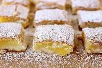 Las mejores BARRAS DE LIMÓN de todos los tiempos: con su corteza mantecosa y su delicioso relleno de limón, ¡seguramente se convertirán en un favorito de la familia! # limón # primavera # postre
