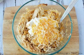 Experimente esta receita simples de taquitos de frango caseiros. Taquitos de frango Crockpot será um sucesso. A receita de taquitos de frango e queijo é uma receita de taquito tão fácil.