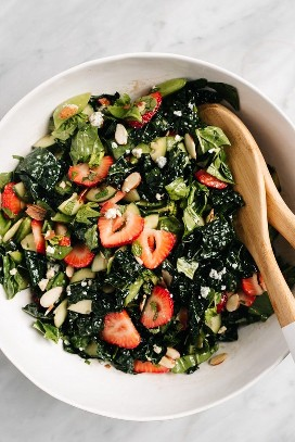 Mix the strawberry kale salad in a large bowl with mint, blue cheese, peas, and sliced ​​almonds.