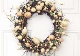 """ideas de decoraciones de pascua """"width ="""" 400 """"height ="""" 281 """"srcset ="""" https://juegoscocinarpasteleria.org/wp-content/uploads/2020/02/1582056307_119_15-ideas-sencillas-de-decoraciones-de-Pascua-de-bricolaje-que.jpg 640w, https: // juelzjohn.com/wp-content/uploads/2019/03/Easter-decorations-ideas-6-300x211.jpg 300w """"tamaños ="""" (ancho máximo: 400px) 100vw, 400px """"data-pin-url ="""" https: //juelzjohn.com/easter-decorations-ideas/ """"data-pin-media ="""" https://juegoscocinarpasteleria.org/wp-content/uploads/2020/02/1582056307_119_15-ideas-sencillas-de-decoraciones-de-Pascua-de-bricolaje-que.jpg """"data- pin-description = """"ideas de decoraciones de pascua"""" /> Esta corona es perfecta para la puerta de entrada y para cualquiera que no sea un gran amante de los pasteles. Esta corona es súper fácil de hacer, en menos de 20 minutos lo terminarás. Solo necesitas dos suministros que es la corona de vid y la guirnalda de huevo.</p> <p>Fuente Livelaughrowe</p> </p> <p><strong>Conejito de madera rústico de bricolaje</strong></p> <p data-imagelightbox="""