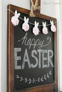"""Ideas de decoraciones de Pascua """"ancho ="""" 400 """"altura ="""" 596 """"srcset ="""" https://juegoscocinarpasteleria.org/wp-content/uploads/2020/02/1582056307_706_15-ideas-sencillas-de-decoraciones-de-Pascua-de-bricolaje-que.jpg 500w, https: // juelzjohn.com/wp-content/uploads/2019/03/Easter-decorations-ideas-4-300x447.jpg 300w """"tamaños ="""" (ancho máximo: 400px) 100vw, 400px """"data-pin-url ="""" https: //juelzjohn.com/easter-decorations-ideas/ """"data-pin-media ="""" https://juegoscocinarpasteleria.org/wp-content/uploads/2020/02/1582056307_706_15-ideas-sencillas-de-decoraciones-de-Pascua-de-bricolaje-que.jpg """"data- pin-description = """"Ideas de decoraciones de Pascua"""" /></p> <p>¿Qué tan divertido es esto? Es hora de darle vida a tu pizarra. El conejito de pom pom bunny Easter en la parte superior de la pizarra es muy lindo. Esto también puede ser una bonita manualidad para niños. Me encantan los colores en las colas de los pompones, excluirán instantáneamente la felicidad y un soplo de aire fresco. Me encanta lo simple que es el arte de la pizarra. Si no tiene uno, puede colgar sus conejitos en cualquier lugar de la casa como en el manto.</p> <p>Fuente limpia y aromática</p> </p> <p><strong>Corona de nido</strong></p> <p data-imagelightbox="""