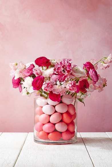 """Ideas de decoraciones de Pascua """"ancho ="""" 400 """"altura ="""" 600 """"srcset ="""" https://juegoscocinarpasteleria.org/wp-content/uploads/2020/02/1582056308_947_15-ideas-sencillas-de-decoraciones-de-Pascua-de-bricolaje-que.jpg 980w, https: // juelzjohn.com/wp-content/uploads/2019/04/Easter-decorations-ideas-12-300x450.jpg 300w, https://juelzjohn.com/wp-content/uploads/2019/04/Easter-decorations-ideas -12-534x800.jpg 534w, https://juelzjohn.com/wp-content/uploads/2019/04/Easter-decorations-ideas-12-800x1199.jpg 800w """"tamaños ="""" (ancho máximo: 400px) 100vw , 400px """"data-pin-url ="""" https://juelzjohn.com/easter-decorations-ideas/ """"data-pin-media ="""" https://juelzjohn.com/wp-content/uploads/2019/04/ Easter-decorations-ideas-12.jpg """"data-pin-description ="""" Ideas de decoraciones de Pascua """"/></p> <p>No puedo superar lo impresionante que es esto. Perfecto como centro de mesa. Necesitas dos jarrones (uno ancho y uno delgado), huevos y flores. Echa un vistazo a la buena limpieza para obtener instrucciones paso a paso. Todos tomarán sobre esta pieza central meses después.</p> </p> <p><strong>Huevo de Pascua Topiario Árbol</strong></p> <p data-imagelightbox="""