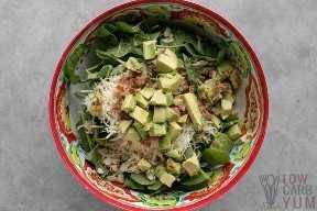 ingredientes de ensalada en un tazón