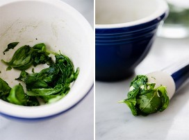 Izquierda - hojas de albahaca confusa en un mortero. Mortero cubierto de hojas de albahaca confusa para limonada de menta y albahaca.