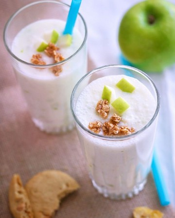 Quick Apple Yogurt Smoothie - #recipe by # eatwell101 - https://www.eatwell101.com/apple-yogurt-smoothie-recipe