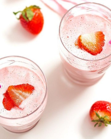 Banana, Strawberry & Ginger Smoothie - #recipe by # eatwell101 - https://www.eatwell101.com/strawberry-smoothie-with-ginger