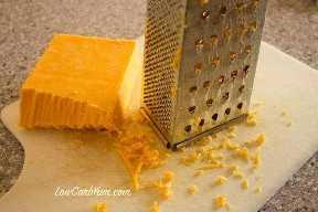Rallar queso con rallador