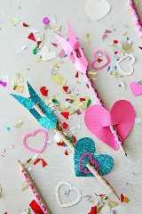 """manualidades del día de san valentín para niños """"width ="""" 400 """"height ="""" 600 """"srcset ="""" https://juegoscocinarpasteleria.org/wp-content/uploads/2020/02/1582095007_633_Adorable-dia-de-San-Valentin-manualidades-para-ninos.jpg 400w, https://juelzjohn.com/wp-content/uploads/2019/01/valentines-day-crafts-for-kids-5-300x450.jpg 300w """"tamaños ="""" (ancho máximo: 400px) 100vw, 400px """"data-pin-url ="""" https://juelzjohn.com/valentines-day-crafts-for-kids/ """"data-pin-media ="""" https://juelzjohn.com/wp-content/uploads/2019/ 01 / valentines-day-crafts-for-kids-5.jpg """"data-pin-description ="""" manualidades de valentines day para niños """"/></p> <p>Nada grita más que las flechas de San Valentín. Una artesanía tan fácil de hacer y tan creativa. La cartulina brillante hace que se destaque aún más.</p> <p>Solo necesitas lápices y los papeles de construcción. Esto es perfecto para los maestros y también como manualidades en el aula.</p> <p>Fuente Momdot</p> </p> <p><strong>Lápices de colores en forma de corazón</strong></p> <p data-imagelightbox="""