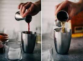 Izquierda: una mujer vierte jugo de naranja sanguina en una coctelera. Correcto, una mujer que vierte bourbon en una coctelera para un cóctel de bourbon sour de naranja sanguina.