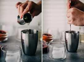 Izquierda: una mujer que vierte jarabe simple en una coctelera. Bien, una mujer revolviendo un cóctel de naranja sanguina en una coctelera.