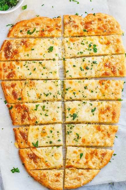 Receta de palitos de pan keto de cuatro quesos