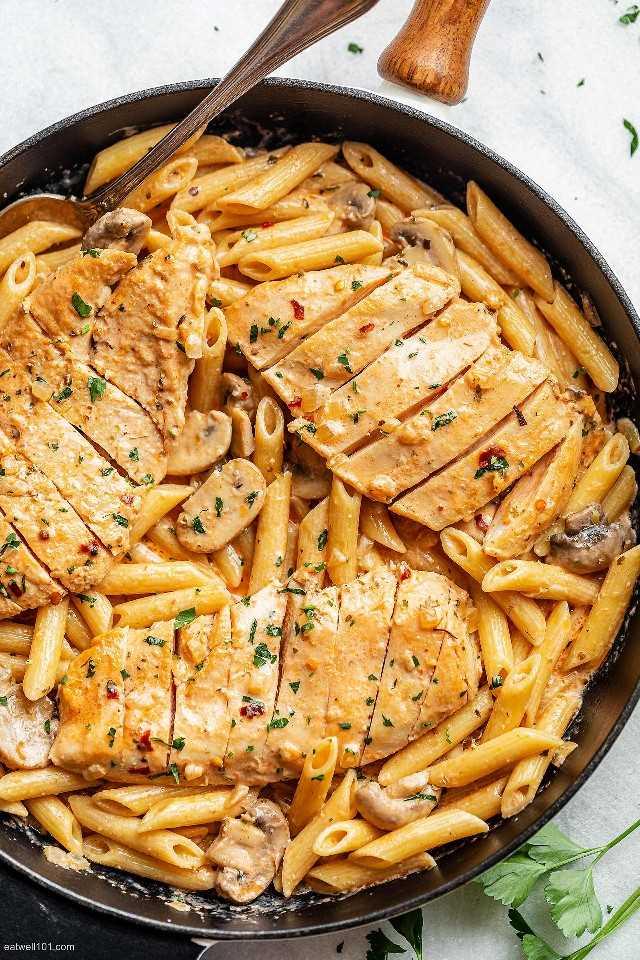Receta de pasta cremosa con champiñones y pollo