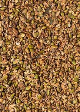 Cerrar imagen de granola sin nueces hecha con semillas de girasol, pepitas, avena y semillas de chía.
